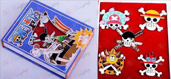 One Piece Accessories раздел брошка определени пет години след